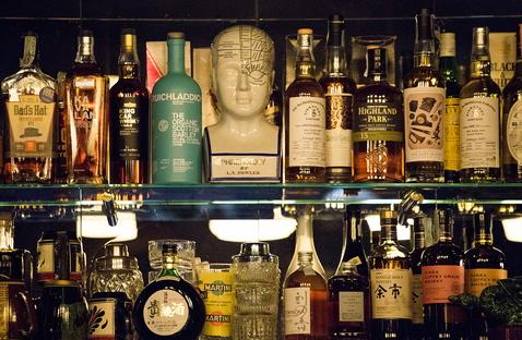 Mr. Simon, a secret bar.