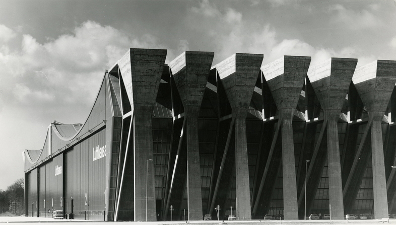 Exhibition STAGES, BANKS, HANGARS at the DAM