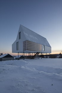 DELORDINAIRE and the High House, Canada