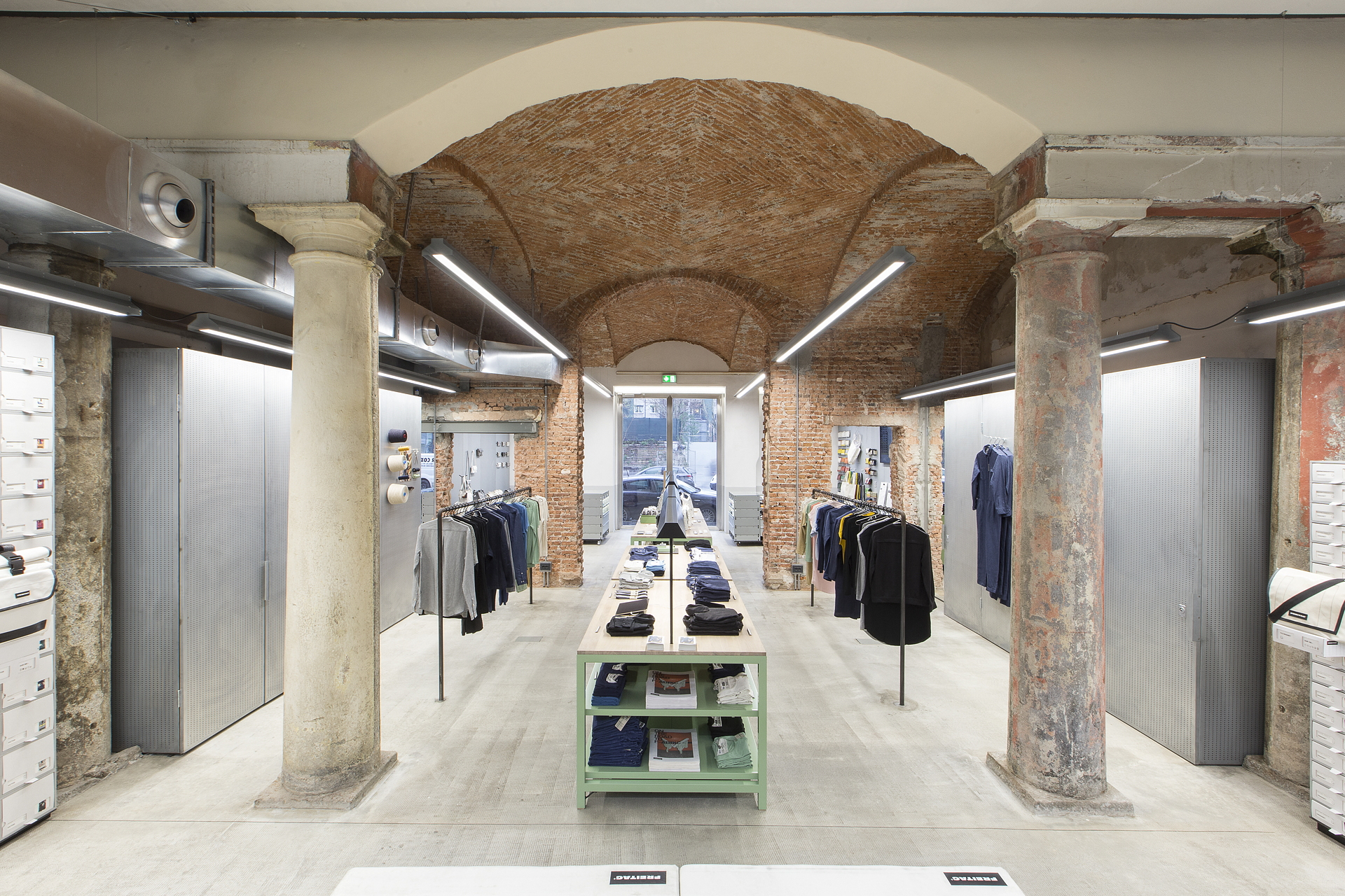 Industrial heritage and design freitagstore in milan for Milano shop
