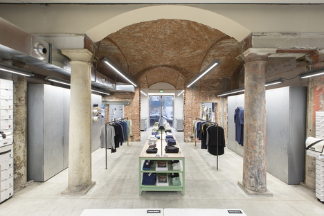 Industrial heritage and design: FREITAG-Store in Milan