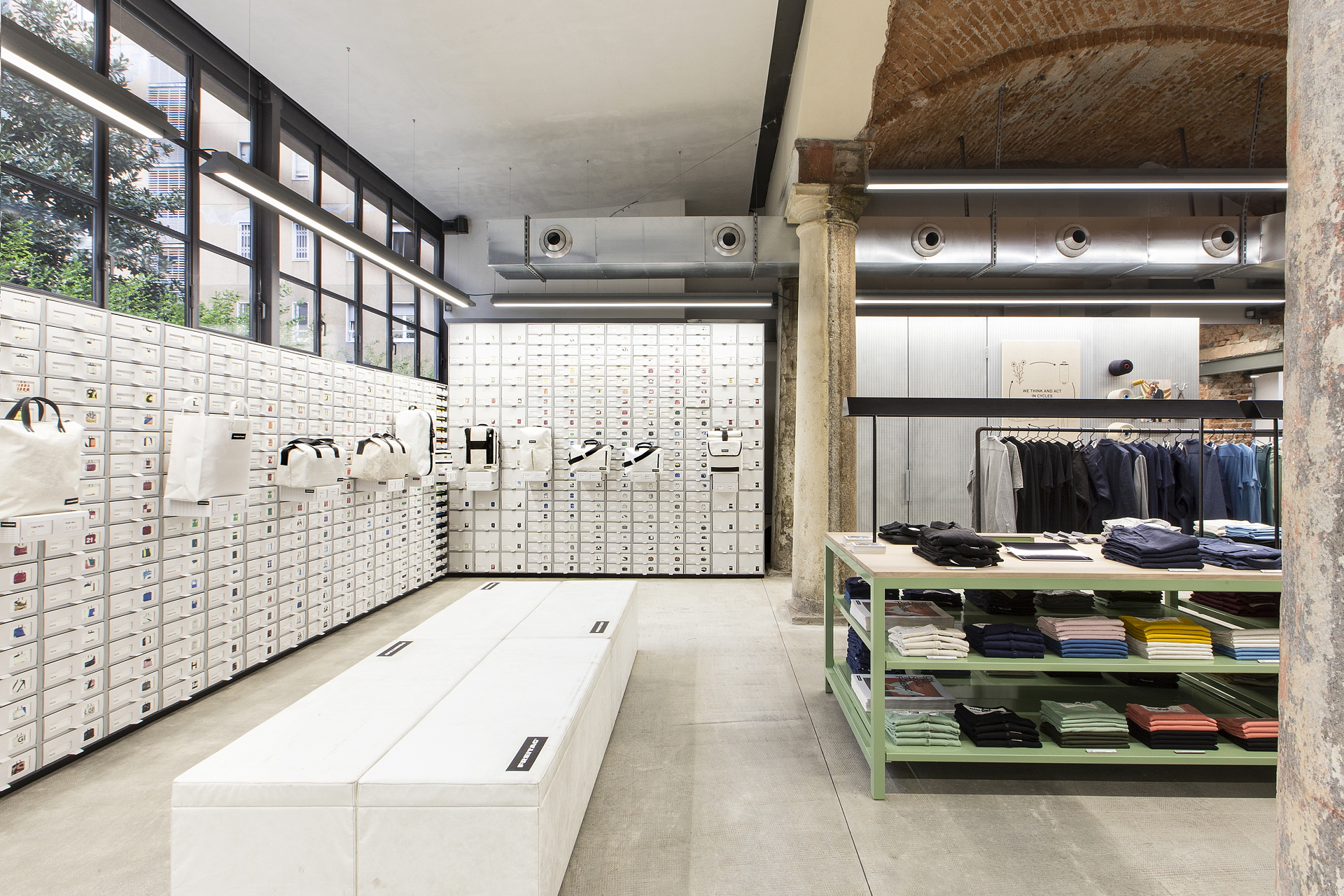Industrial heritage and design freitagstore in milan for Shop milano