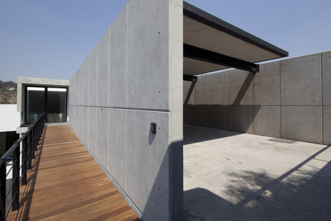 Casa U by MATERIA, architecture in harmony with the site