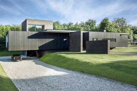 AR Design Studio and Black House in Kent