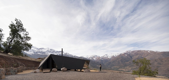 A mountain refuge in the Andes by IA Architects