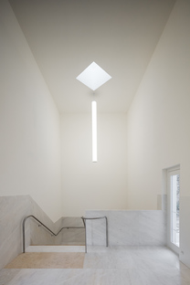 Álvaro Siza, a white concrete church in Brittany