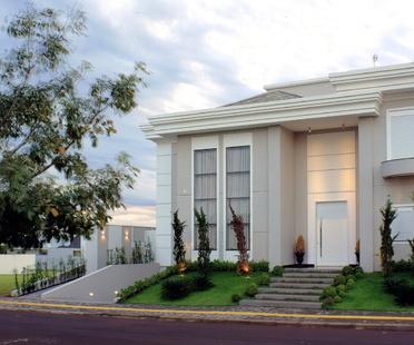 A Brazilian house by Penha Alba
