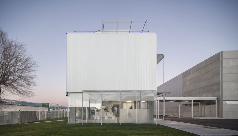 Ibenergi Headquarters in Toledo, by Taller Abierto