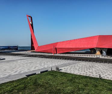 Qingdao Wanda Victoria Bay Xifeng Bridge, a new landmark on the Yellow Sea