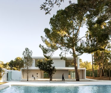 Fran Silvestre Arquitectos, a house in the pine forest