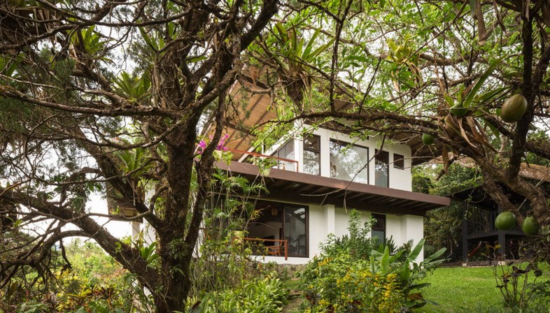 Mirasol House by JiA-Jose Isturaín Arquitectura, a renovation in Panama
