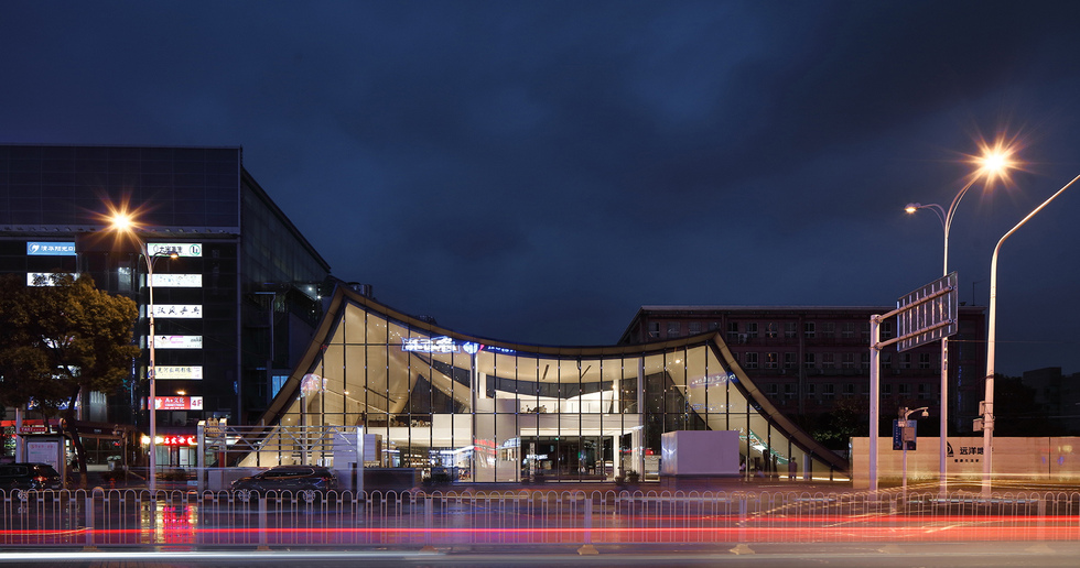 Sino-Ocean Sales Center, a building in Wuhan that brings together past and present