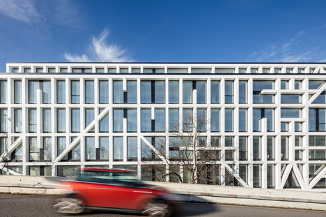 Urbo Business Centre by Nuno Capaa in Matosinhos