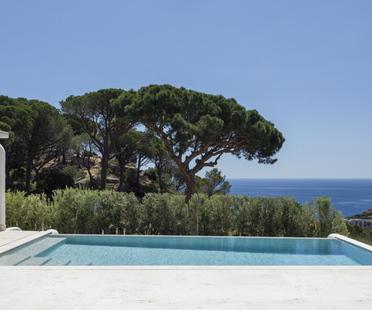 Vaimberg Salvadó designs a house with a view