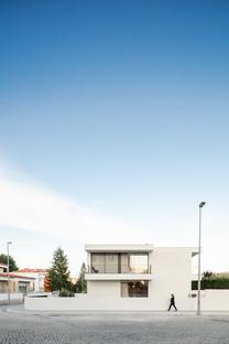 Casa Cidade de Maia by Raulino Silva