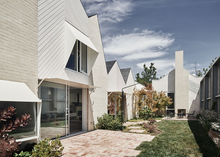 RaeRae House by Austin Maynard Architects combines form and function