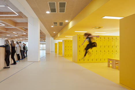 An elementary school by SOA architekti with passive energy standards