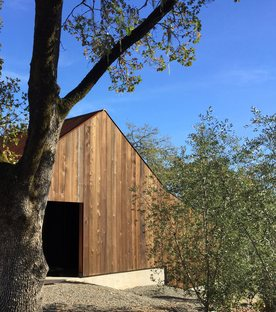 Faulkner Architects and the creative repurposing of a small barn