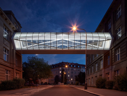 Contemporary connections, two glass walkways in Prague by OV-A