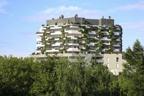 I-Park, a green apartment building by NBJ Architectes