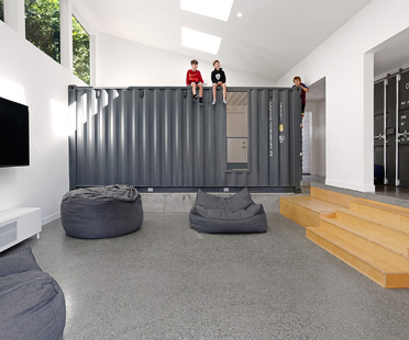 A Container House by Paul Michael Davis Architects