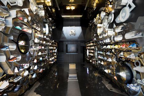 24Kilates The Clockwork, iconic interior design in Bangkok