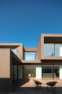 Casa Beiriz by Raulino Silva