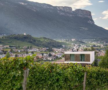 monovolume architecture+design's P2 House as an integral part of the landscape