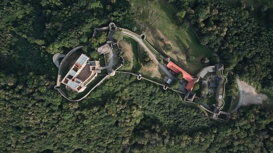 atelier-r restores a castle in the Czech Republic