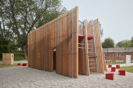 OFF FENCE: an installation at the 17th Venice Biennale