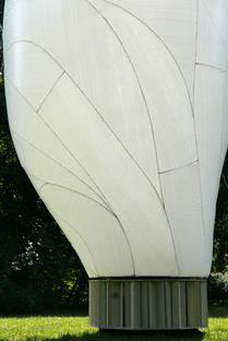 FRIEND, an inflatable sculpture by Simon Hjermind Jensen
