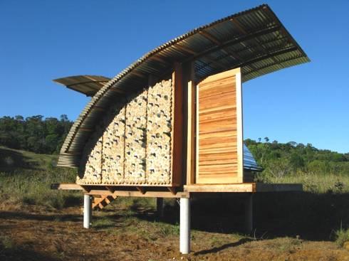 Progetto ecocabanas costruire riciclando livegreenblog for Costruire una casa sulla spiaggia su palafitte