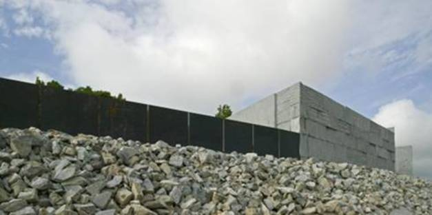 """""""Like a Rock"""": Landscaping and architecture"""