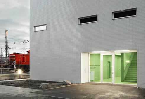 Edificio ad amburgo realizzato con un occhio mirato al for Edificio a 3 piani