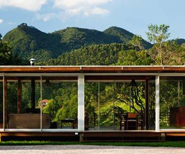A house as a window onto nature. Nitsche Arquitetos Associados