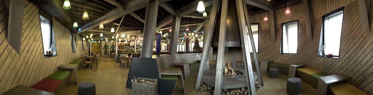 A sustainable restaurant in the dunes. Emma architecten.
