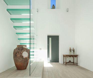 Uniting distant eras. The Glass House by AR Design Studio