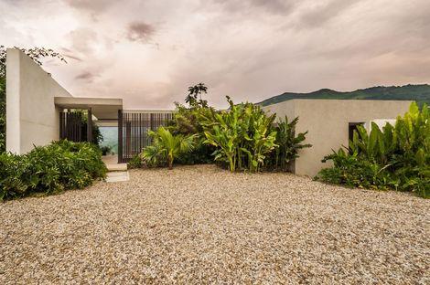 Landscape and architecture: Casa 3 by Arquitectura en Estudio