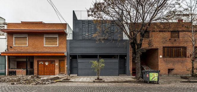 Hmarquitectos:  Casa Conde: one house for two
