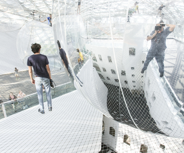 Tomás Saraceno - in orbit. Spidermen in the web.