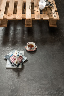 Ultra Ariostea: big porcelain stoneware slabs like onyx and metal