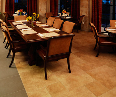 Porcelain stoneware surfaces in bars and restaurants