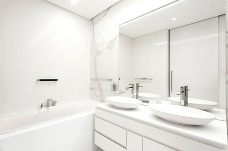 Marble-like porcelain surfaces: tradition and modernity come together in hotels and resorts