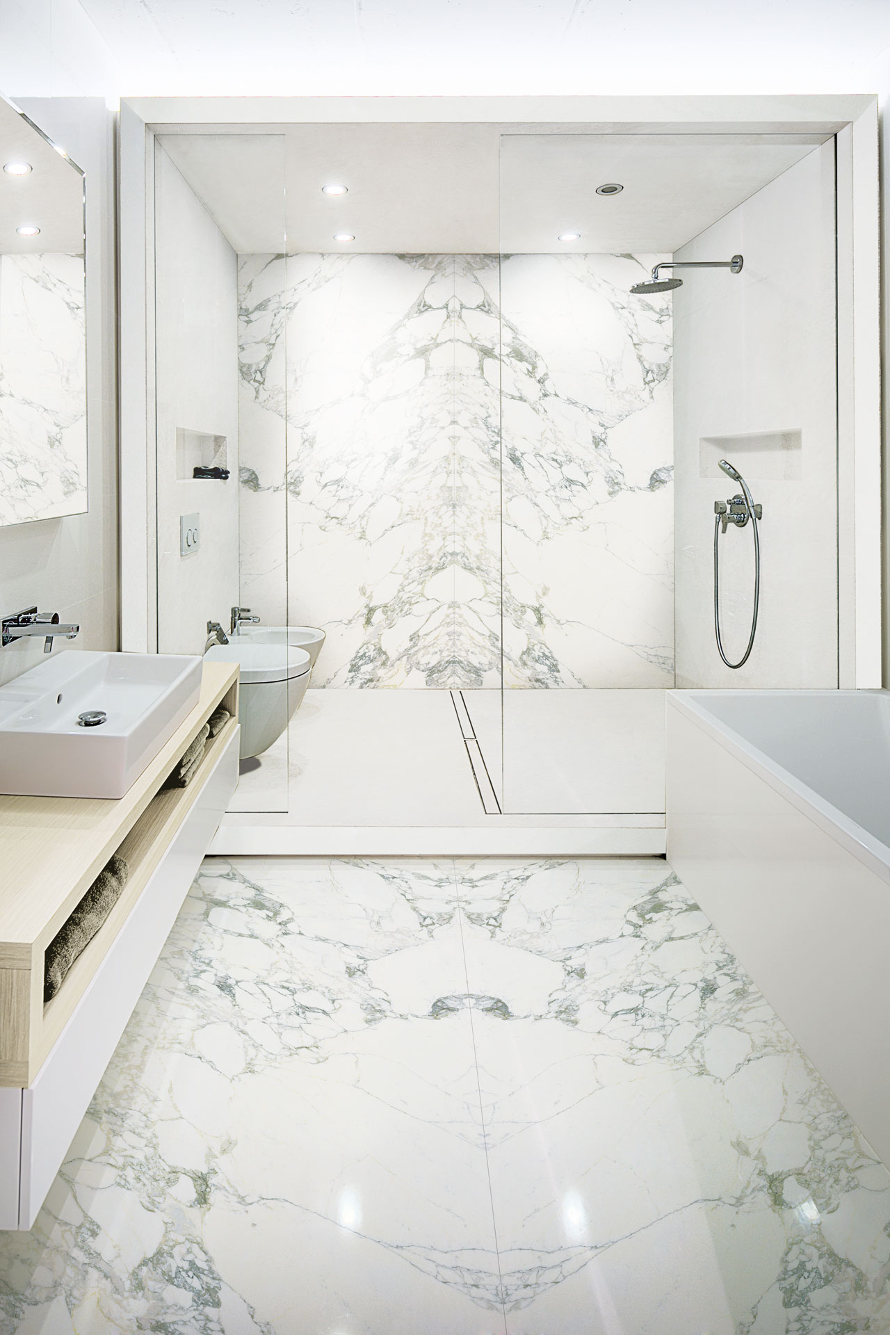 The contemporary bathroom with Stonepeak\'s porcelain floor and wall ...