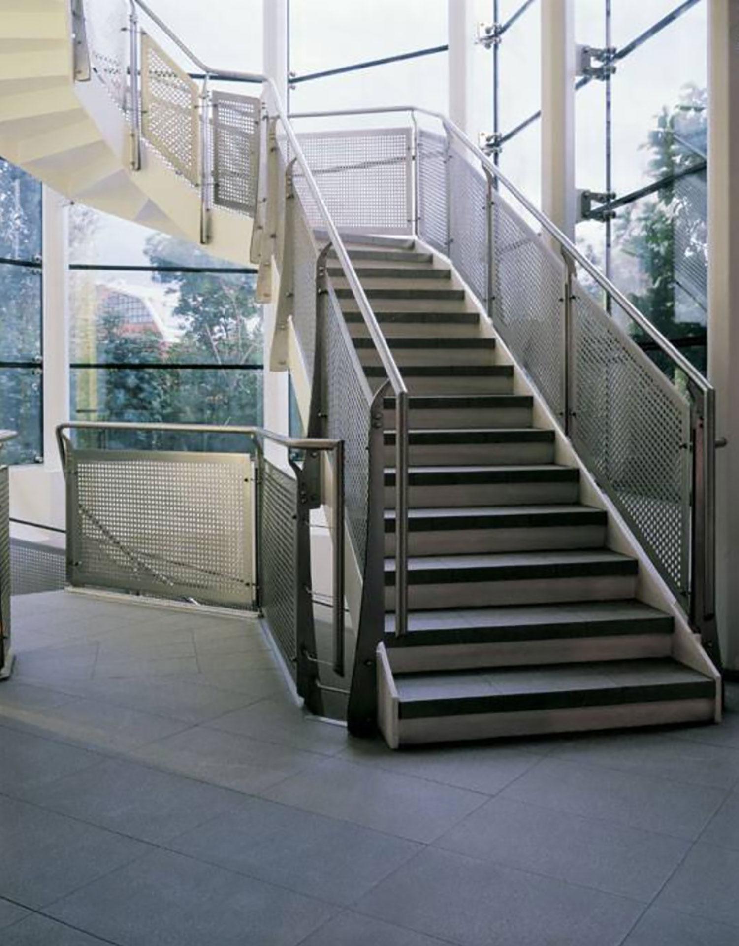 Prevention, wellness, savings: the benefits of raised floors