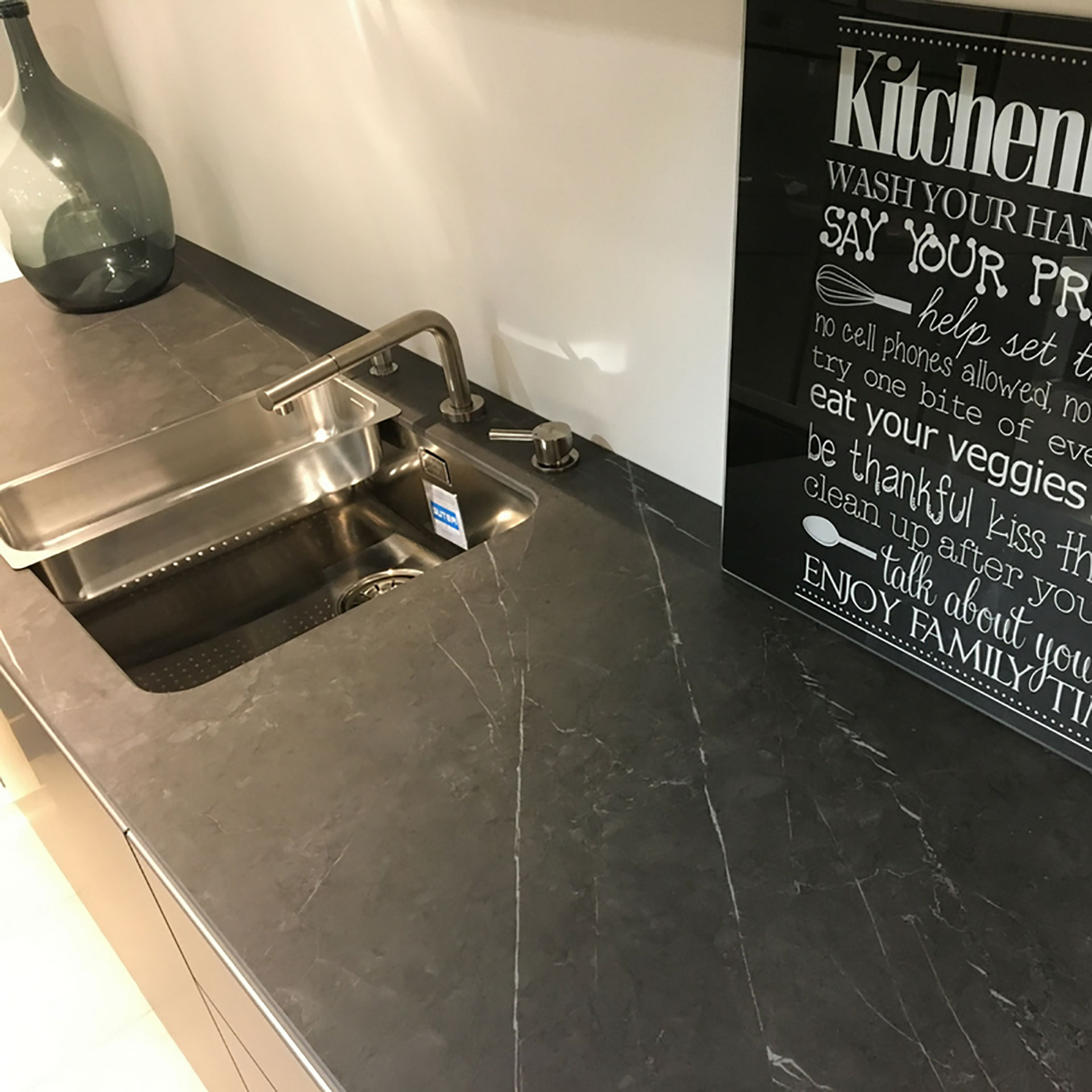 SapienStone: the first brand of porcelain for kitchen countertops