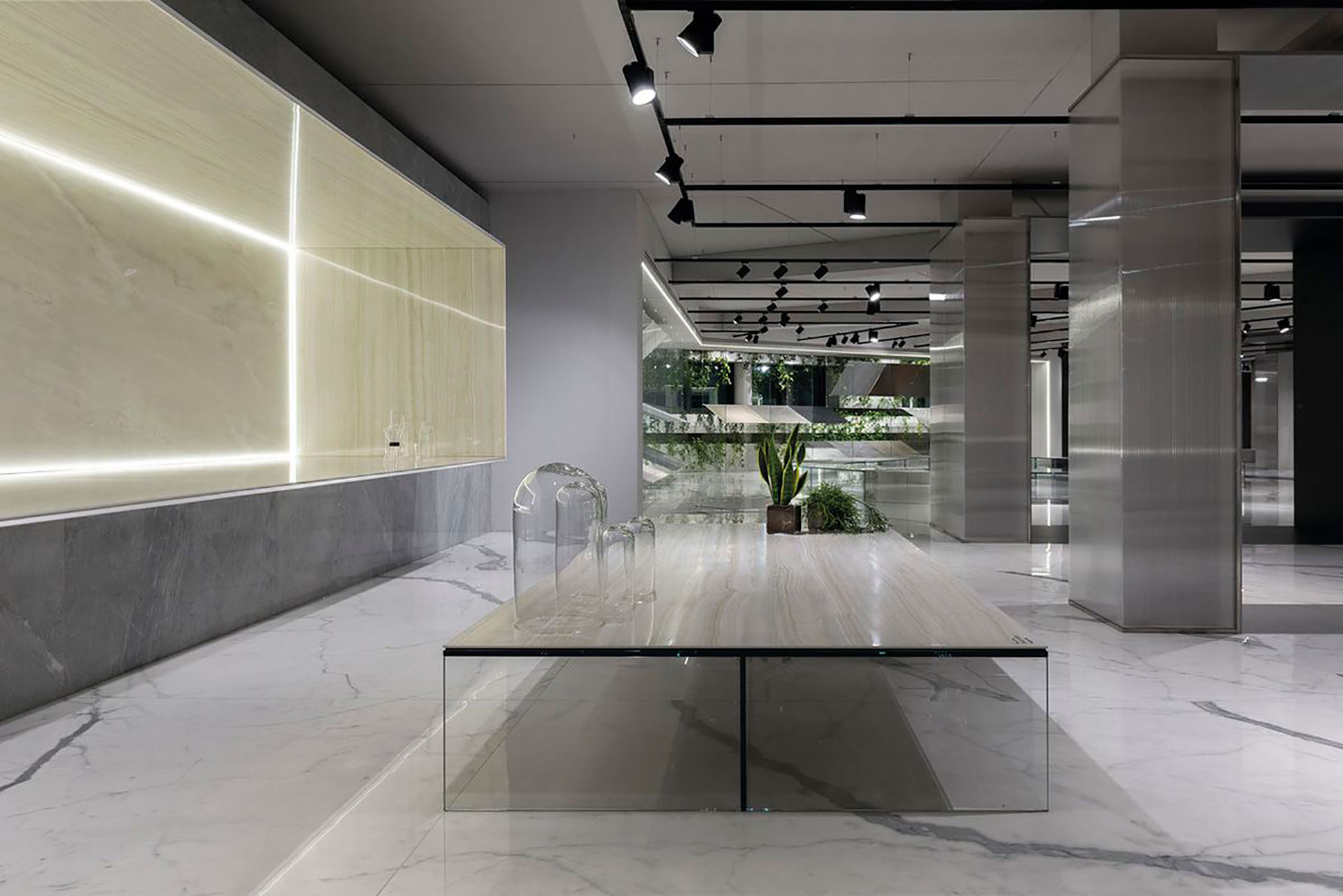 Ultra Ariostea: porcelain stoneware design applications