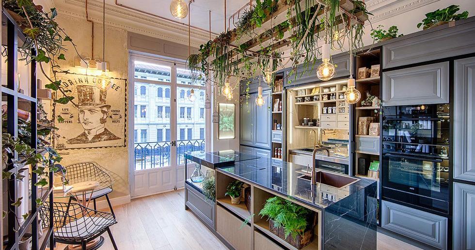 Noir and Dark Marquina: SapienStone's dark kitchen countertops