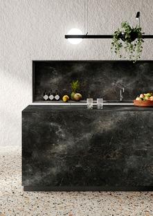 Black and green, the trendiest new colours in the kitchen, in SapienStone's Black Diamond and Alpi Chiaro Venato