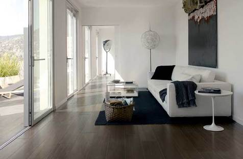 E-wood, porcelain gres tiles that replicate wood in five colors